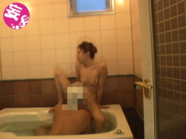ホテルのバスルームにカメラ設置 盛り上がってヤリ始めるカップルを盗撮 の画像2