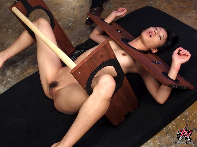 拘束されて全く抵抗できない女をぐったりするまで犯しまくる! 瀧川花音 の画像1