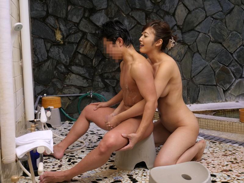 栃木県の山奥にある人気の温泉宿に「水野朝陽」が潜入!魅惑の美乳とテクニックで宿泊中の男性客の特濃ザーメンを何発搾り取れるのか!? の画像8