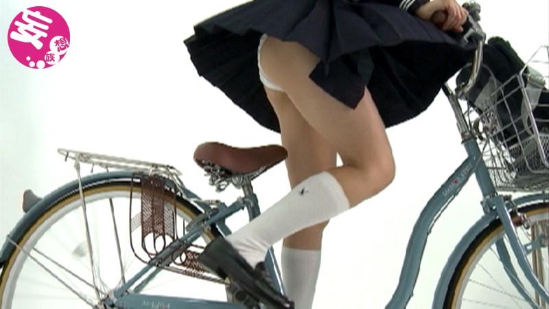 スローモーションでじっくり眺める 女子校生の自転車パンチラ 3