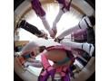 【VR】トップレスで超ミニスカのお姉さん達が、食い込みパン...sample3