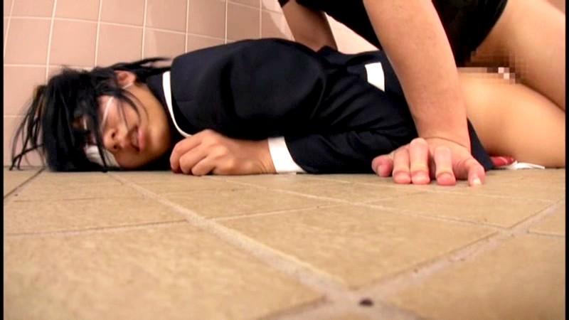 イベント会場のトイレでレイプされたコスプレイヤーの記録映像