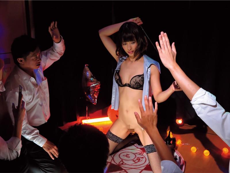 文化祭ストリップショー~教師となった奈々美が母校に戻ってくる~ 川上奈々美 画像20枚