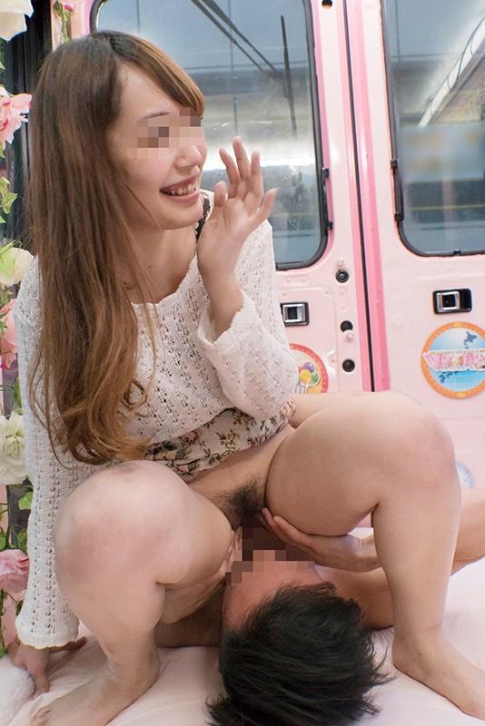 マジックミラー便 都内有数の名門大学に通う高学歴女子大生 初めてのまたがり顔面騎乗クンニ体験編 生クリトリスを激しくジュルジュルと舐められ膣内に舌をねじ込まれて恥じらい絶頂!火照ってしまったインテリオマ○コはデカチンを挿入したくてたまらない!!