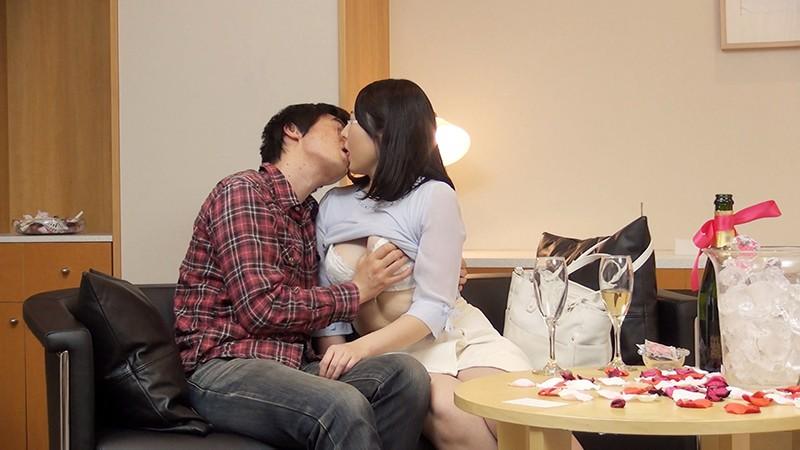 一般男女モニタリングAV 素人女子大生限定!恋人がいない大学生の男女はキスだけで恋に落ちて初対面の相手とSEXしてしまうのか?惹かれあった2人のキスまみれの完全プライベートSEXを大公開!! 2 の画像7