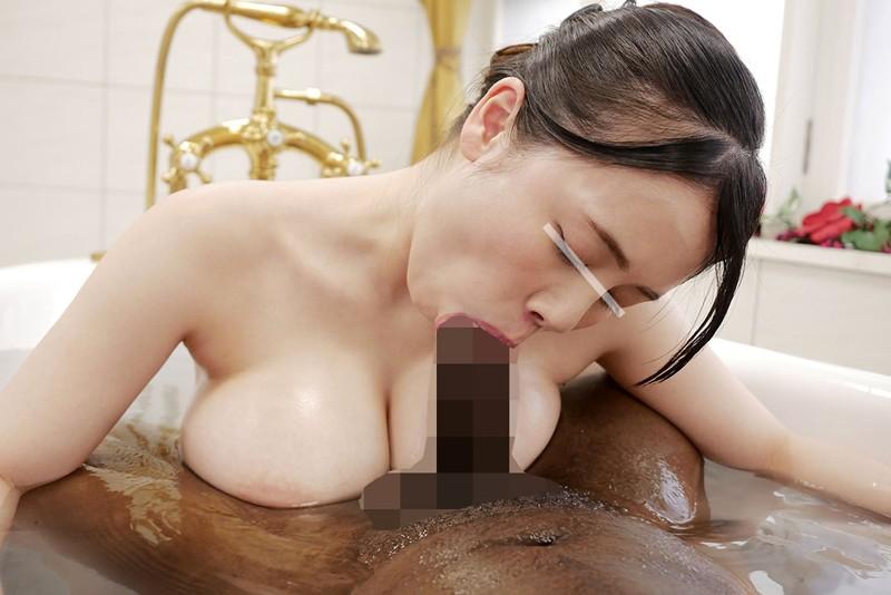 一般黒人男性×素人女子大生 巨乳女子大生が日本を訪れたデカチン黒人観光客と初めてのぬるぬるソープ体験! 2 大きなおっぱいでの密着ソーププレ の画像5