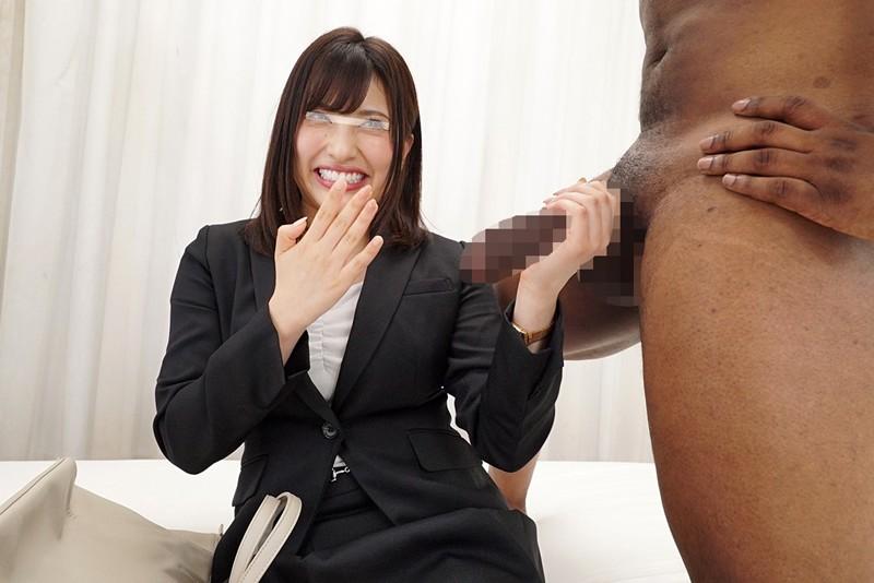 一般黒人男性×素人秘書 才色兼備な大手企業のエリート秘書 画像10枚