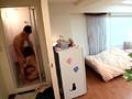 ひっきりなしに男が訪れるマンションの一室を終日覗き見る。ヤリ部屋。 奥田咲 5