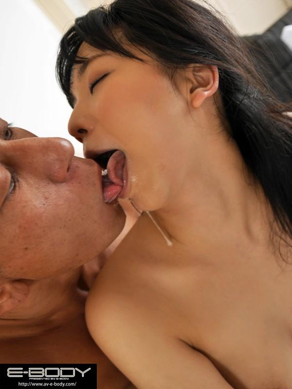ねっとり濃厚な接吻と発情ベロキス性交 鈴木真夕 の画像3