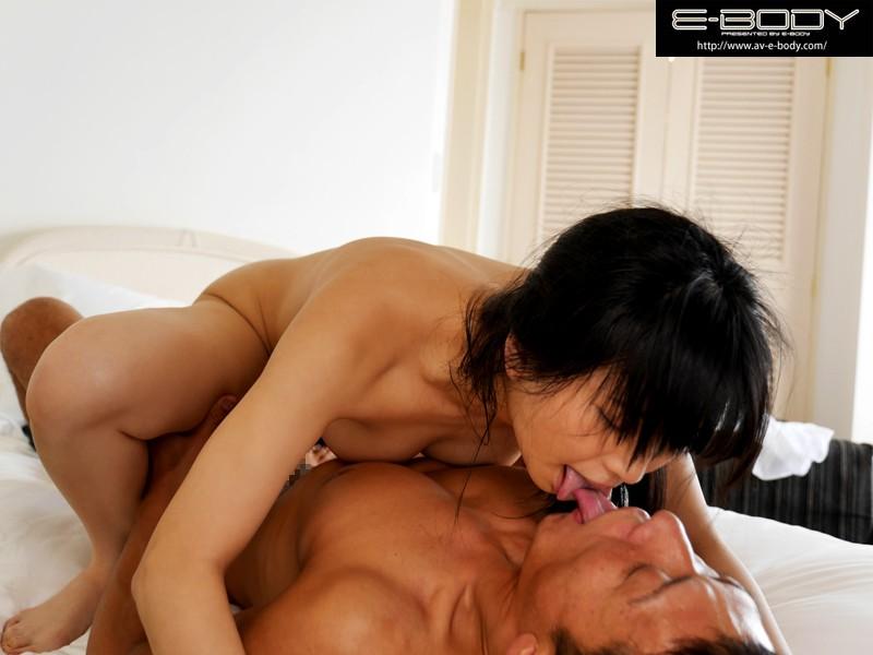ねっとり濃厚な接吻と発情ベロキス性交 鈴木真夕 の画像4