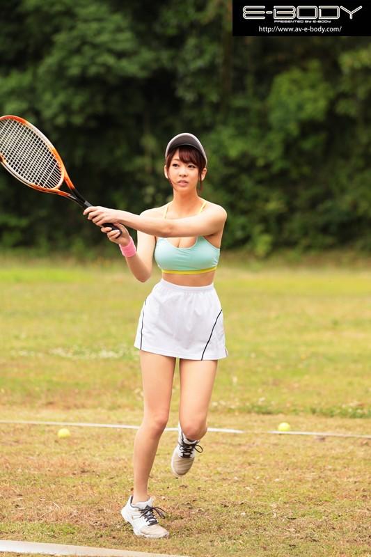 8頭身手足の長ーいモデル級スタイルのアスリート!スリムGcup現役テニス選手中出しAVデビュー 手塚ひかり