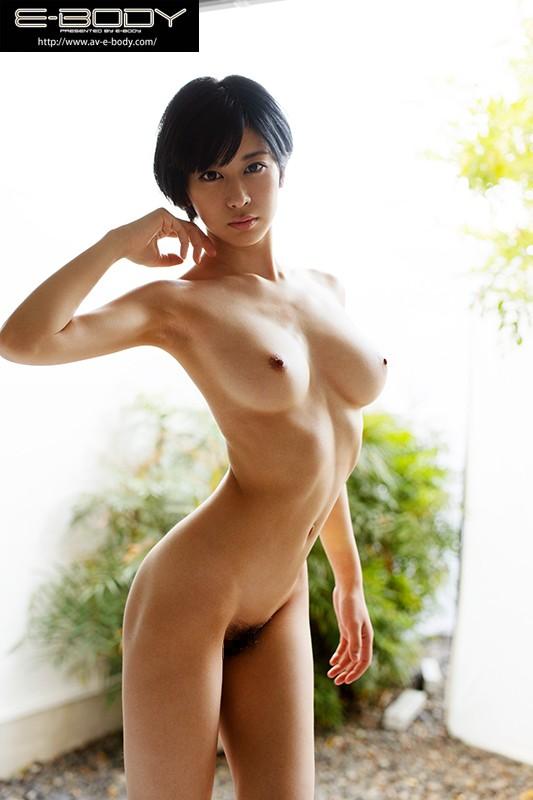 極薄スリムボディ奇跡の肉体を持つボーイッシュ女子大生 E-BODY専属デビュー 佐々木れい の画像10