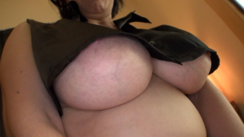 http://pics.dmm.co.jp/digital/video/emaz00367/emaz00367jp-2.jpg