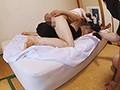 人妻、若林ミホ出演の陵辱無料熟女動画像。出張マッサージで媚薬を飲ませ、昏睡した人妻を陵辱し勝手に撮影!