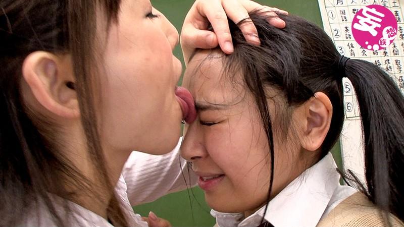 ボインレズビアンのベロち○こで唾液射精 あやね遥菜 成海夏季 の画像2