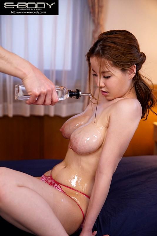 母乳促進マッサージで中出し不倫にハマる人妻 結月恭子 の画像3