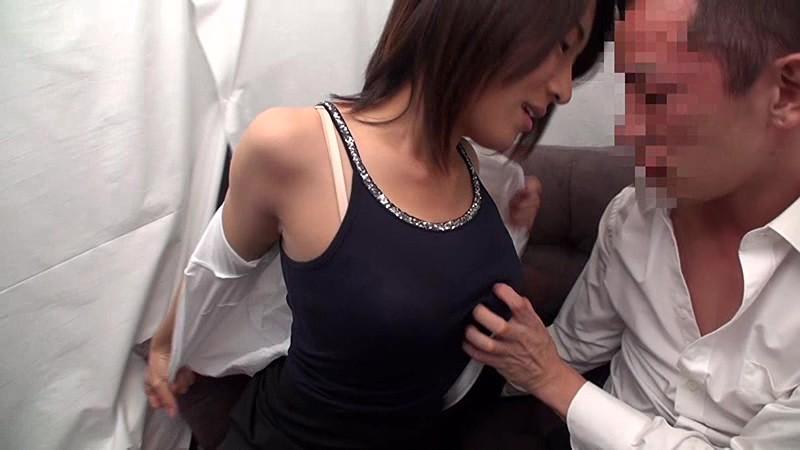【素人】エロ動画 男女の友達・同僚同士はSEXまで出来るか?戸惑いながらもマ○コを濡らす女と躊躇しながらボッキしてしまう男 無料サンプル動画 (スマホ対応)