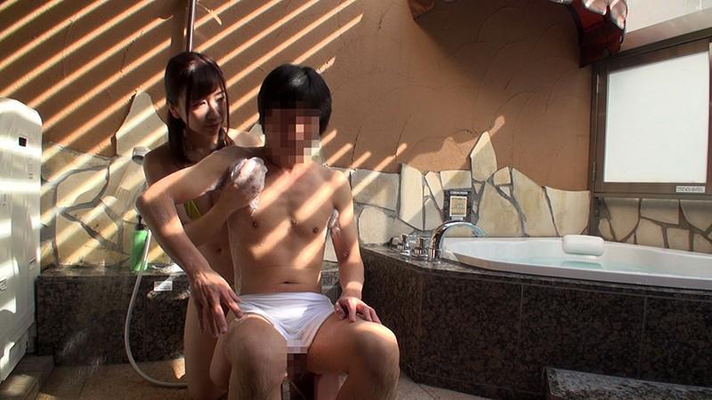 素人妻と童貞くんの筆下しドキュメント 35歳以上の奥さま限定! 混浴でディープキス指南してたら興奮しちゃって初対面なのに止まらない中出し9射精50イキ! の画像3