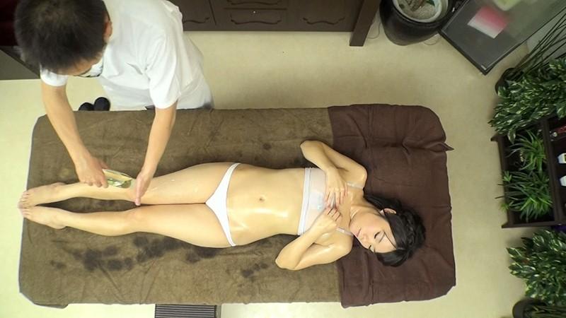 尻穴に媚薬入り浣腸液を注入 人妻アナル狂乱エステ 噴射しっぱなし!8時間SP の画像2