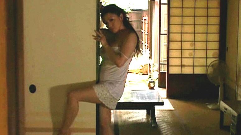 我慢できないアソコの疼き 熟女のおさね汁 山口玲子 生田沙織 の画像1