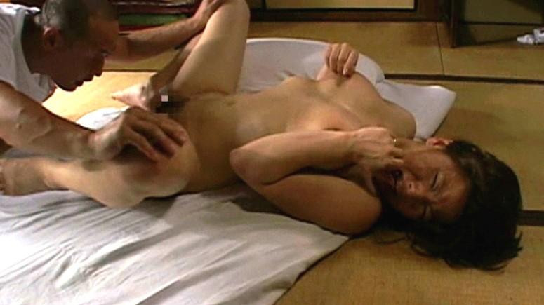 我慢できないアソコの疼き 熟女のおさね汁 山口玲子 生田沙織 の画像13