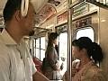 電車にて、汗だくの人妻、坪倉史歩出演の淫語無料熟女動画像。夫とはしないが/夫以外の男とする 淫語会話卑猥体位48手