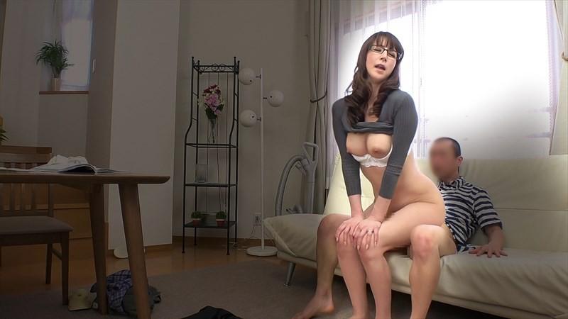知的でいやらしい腰使いのメガネ熟女8人 の画像18