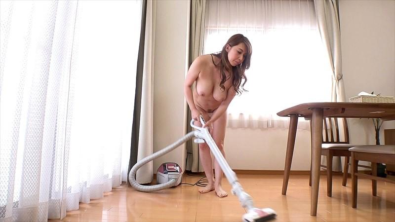 全裸熟女のお掃除観察 20人の女性が乳房やお尻丸出し卑猥な清掃!
