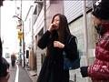 人妻のナンパ無料熟女動画像。突撃!