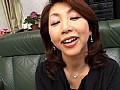 熟女、倉木小夜(村上美咲、樋口啓子)出演のクンニ無料動画像。親友のお母さん ~五十熟母の誘惑~ 村上美咲
