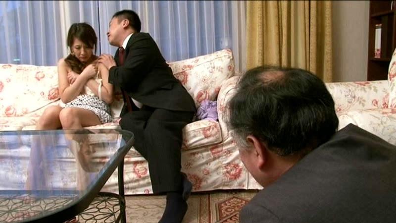 美人妻 結城みさ 夫の隣で寝取られ目前で中出しされて… の画像9