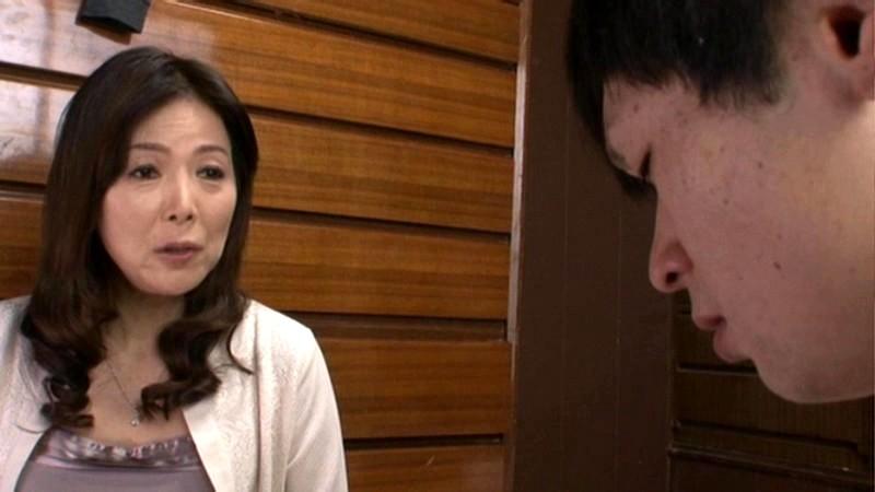 近親相姦「再会」 十数年前に蒸発した母がエロい五十路女になって帰ってきた 青山愛 の画像1
