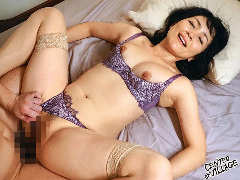 竹宮んちのおばちゃんが勝負下着でこっそり僕を誘惑してきた 竹宮かほりのサンプル画像10