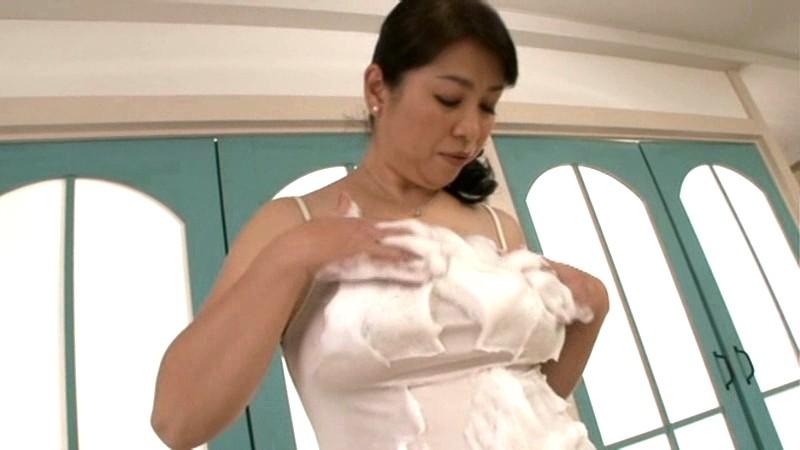 近親相姦 ふっくら母さんの泡とろ洗体中出し交尾 田村みゆき の画像2
