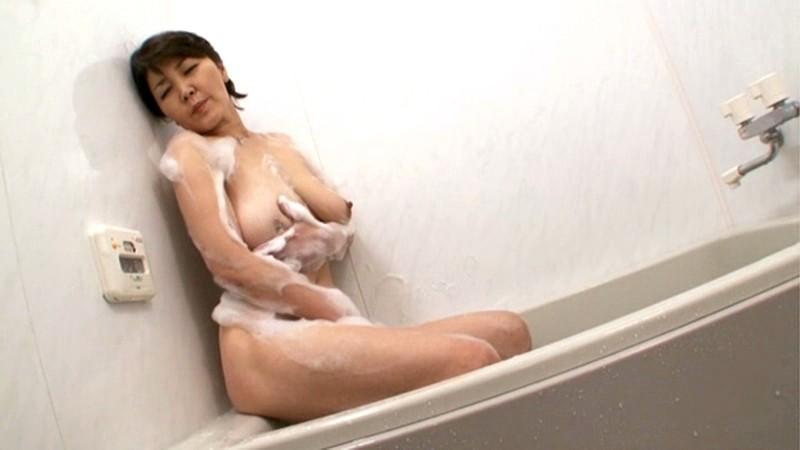 近親相姦 ふっくら母さんの泡とろ洗体中出し交尾 平尾雅美 の画像9