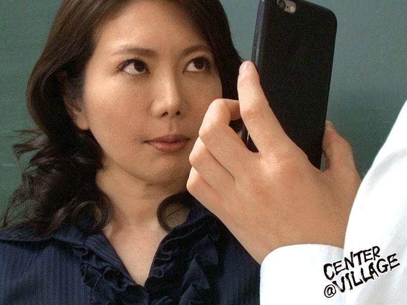 声が出せない絶頂授業で10倍濡れる人妻教師 小野さち子 の画像9