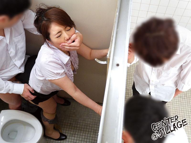 声が出せない絶頂授業で10倍濡れる人妻教師 小野さち子 の画像2