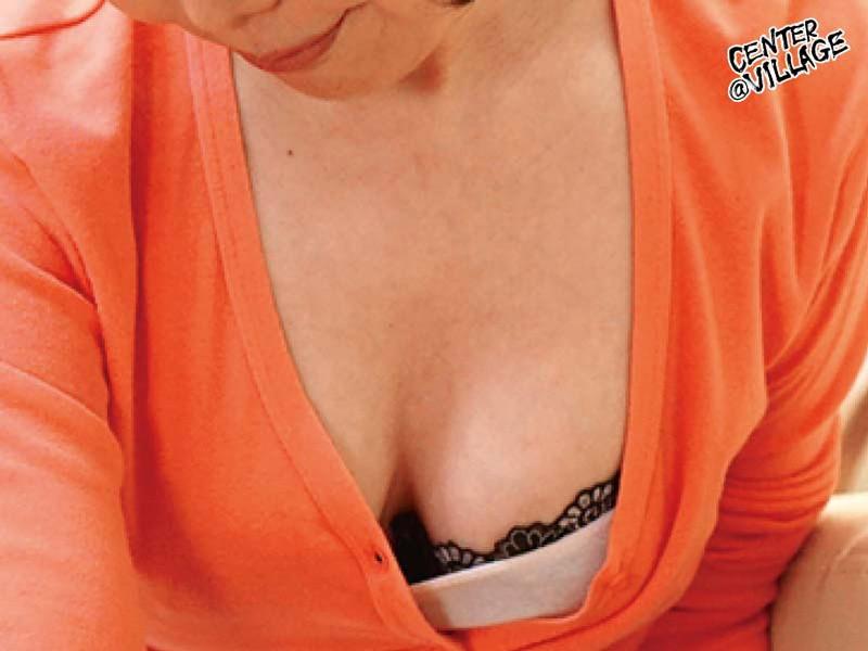 官能的な下着姿で男たちを惑わせる淫乱ミセスの妖艶ランジェリー性交 小野さち子 の画像3