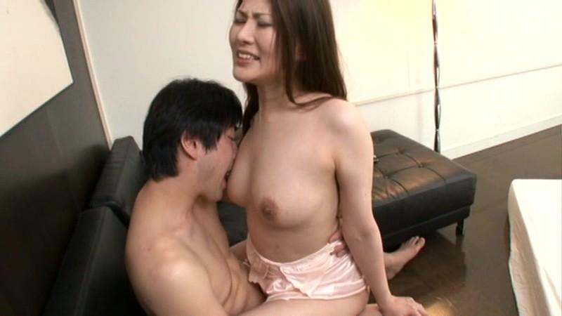 初撮り人妻ドキュメント 霞貴理子 の画像13