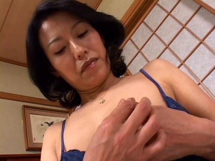 近親相姦母子熱愛 真田友里 の画像1