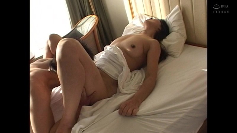 こんなおばさんでいいの?たるんだ体でセックス狂いヨダレを垂らしてイキまくる どすけべ熟女4時間11人 の画像15