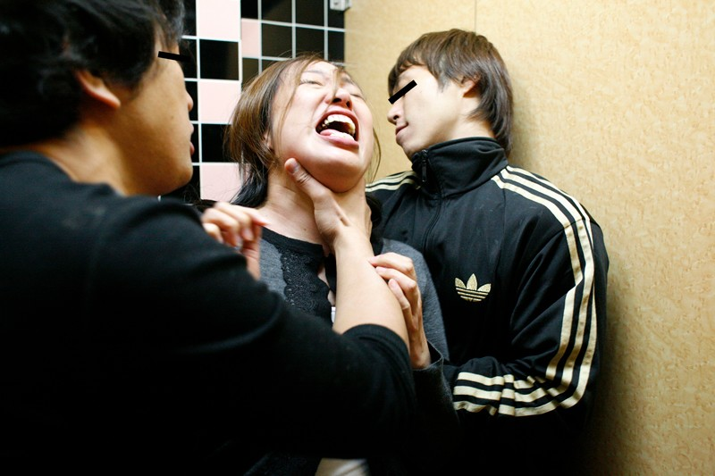 【閲覧注意】過激 熟女強姦 8時間30人 の画像8