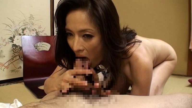 温泉で母の裸に勃起した息子、そのいきり立つチ○ポを優しく自身のマ○コに迎え入れる母