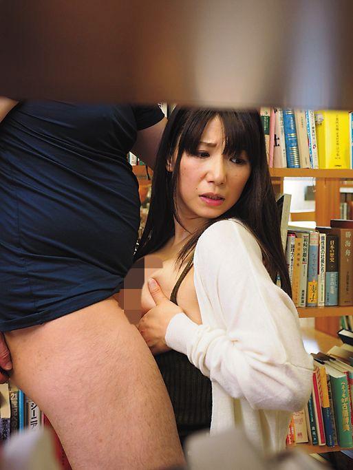 痴漢希望のオンナと間違われ痴漢された美人妻 加藤あやの の画像10