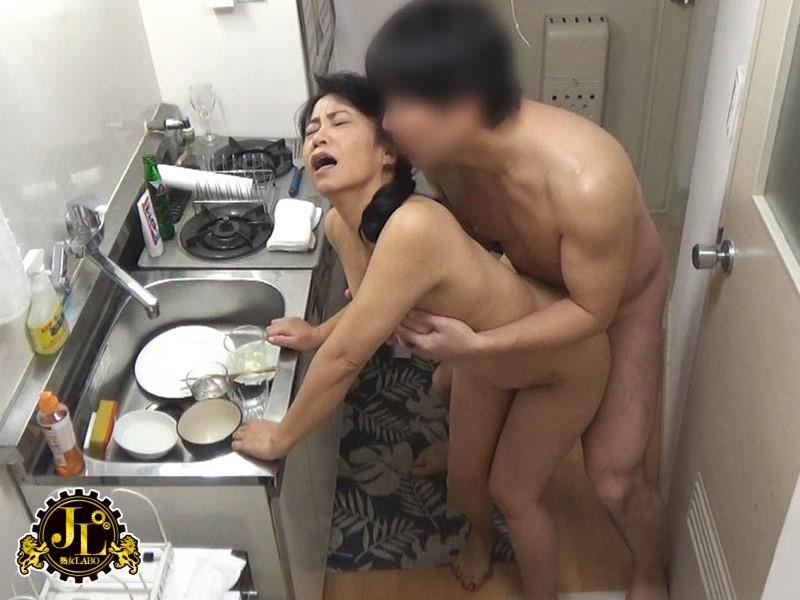 巷で噂の「おばさんレンタル」サービス35 性格よし子な優しいおばさんの人柄につけ込んでどこまでやれるか試してみた結果…中出しセックスまでやらせてくれた!! の画像1
