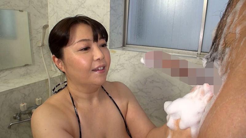 五十路熟女にチ●ポ洗ってもらっちゃいました!3 の画像20