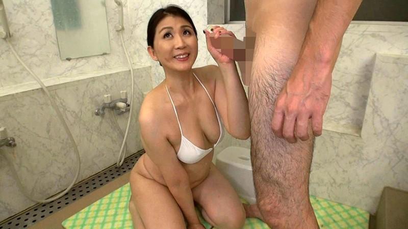 五十路熟女にチ●ポ洗ってもらっちゃいました!3 の画像1