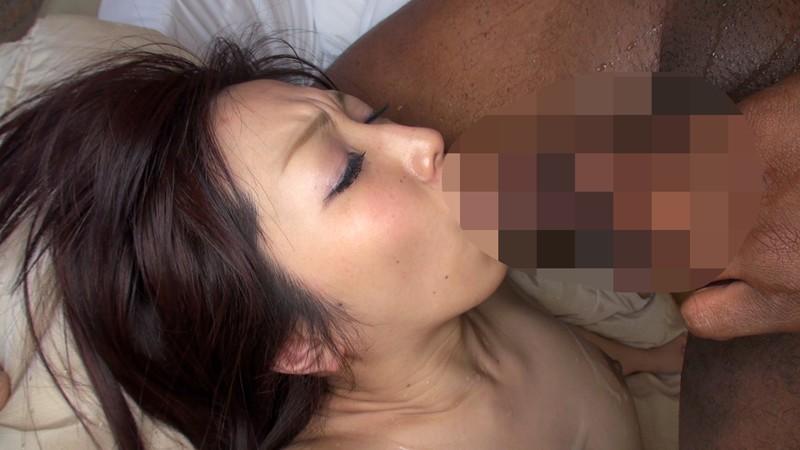 子育てや旦那の世話で欲求不満の巨乳妻、W黒人巨根に性欲暴発!! の画像1