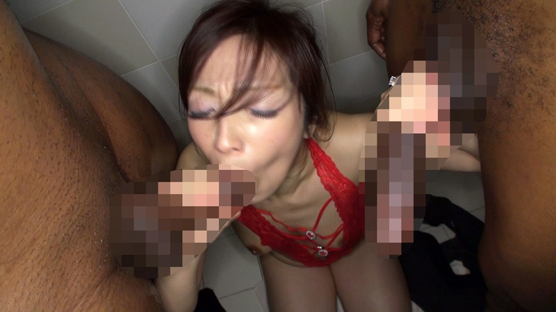 子育てや旦那の世話で欲求不満の巨乳妻、W黒人巨根に性欲暴発!! の画像8