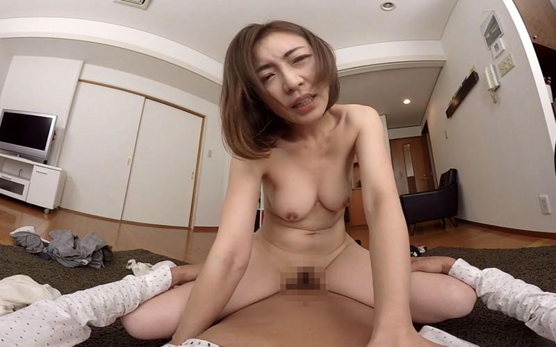 【VR】 長尺VR 夫の寝てる傍で寝取られ孕ませザーメン中出しSEX の画像4